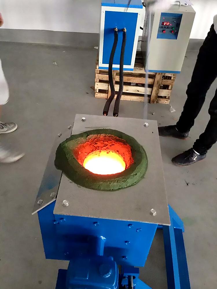倾倒式熔炼炉